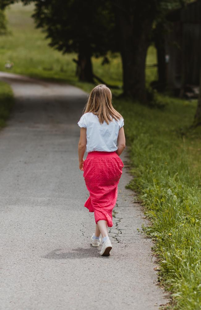 kobieta w drodze las femintu